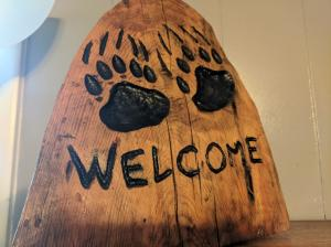 Bear Paw Welcome Carving 2