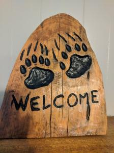 Bear Paw Welcome Carving
