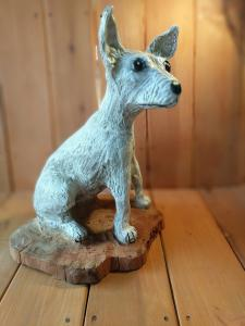 Chihuahua dog sitting chainsaw wood carving1
