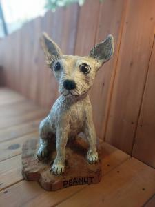 Chihuahua dog sitting chainsaw wood carving2
