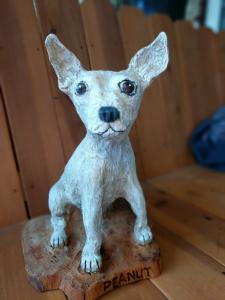 Chihuahua dog sitting chainsaw wood carving3