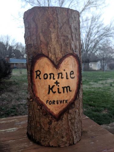 Ronnie & Kim heart carving (1)